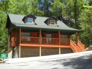 Bear_Crossing_one_of_our_popular_Gatlinburg_cabins_near_downtown